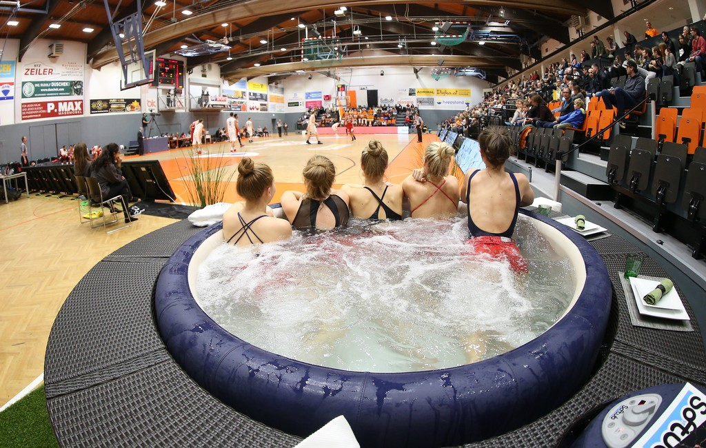 Softub medence - a sportolók életének highlight-ja